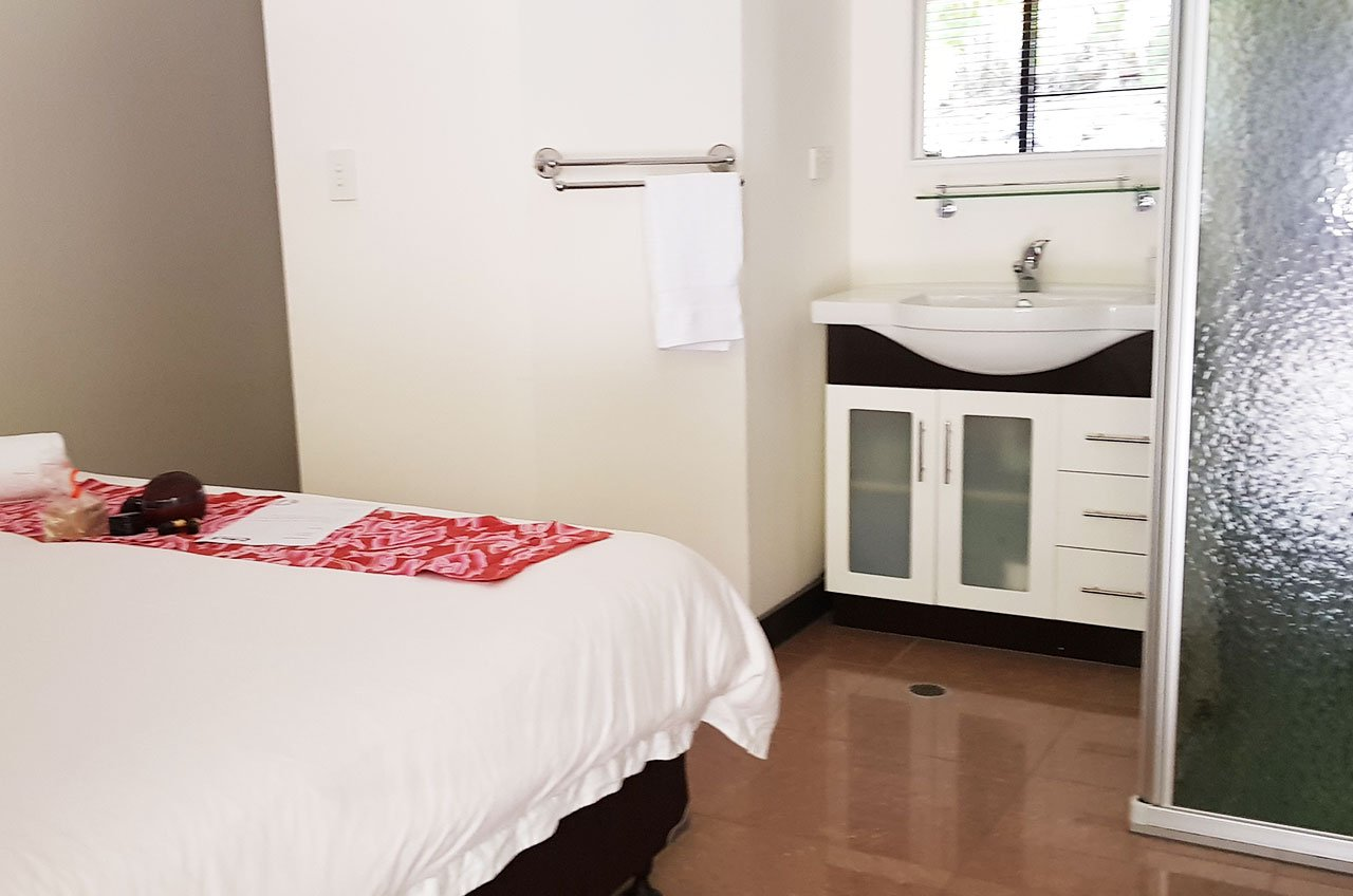 Single Room (king bed)